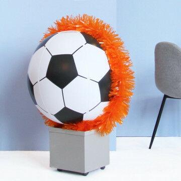 EK Voetbal oranje bal in bak