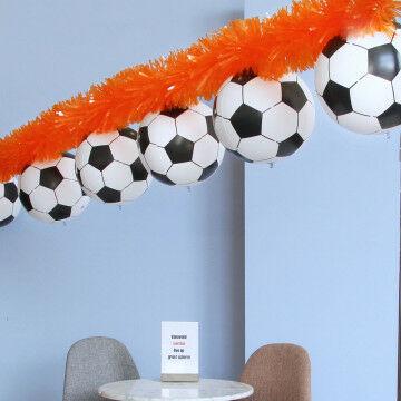 EK Voetbal oranje guirlande met ballen
