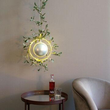 Cirkel met 230 micro LEDs gedecoreerd met mistletoe rank en kerstbal