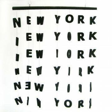 gordijn new york met uitgesneden letters, zwart kunststof, 75 x 90 cm