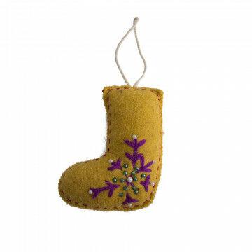ornament kerst laars, handgemaakt en voorzien van ophanglusje, geel vilt, 12 x 10 cm