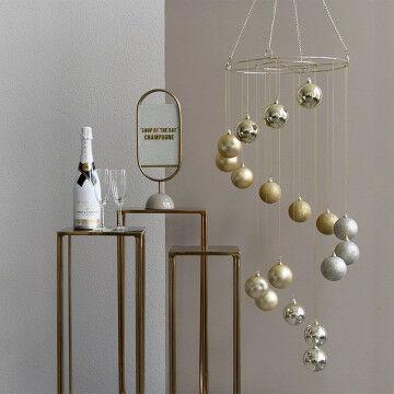 Luxe design decoratieset met design tafels, kerstbal chandelier en de Whitley informatie drager