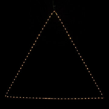 licht triangel l, zonnig warm wit licht op koperdraad, zwart metaal, 100 x 100 x 100 cm