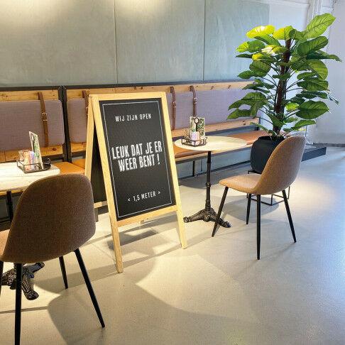 krijtbord, beschreven met krijt tekst  leuk dat je er weer bent en 1,5 meter, naturel hout, 4 x 61 x 118 cm