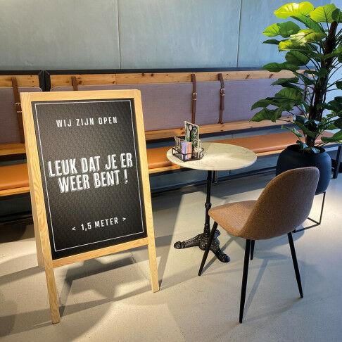 krijtbord,beschreven met krijt tekst  leuk dat je er weer bent en 1,5 meter, naturel hout, 4 x 61 x 118 cm