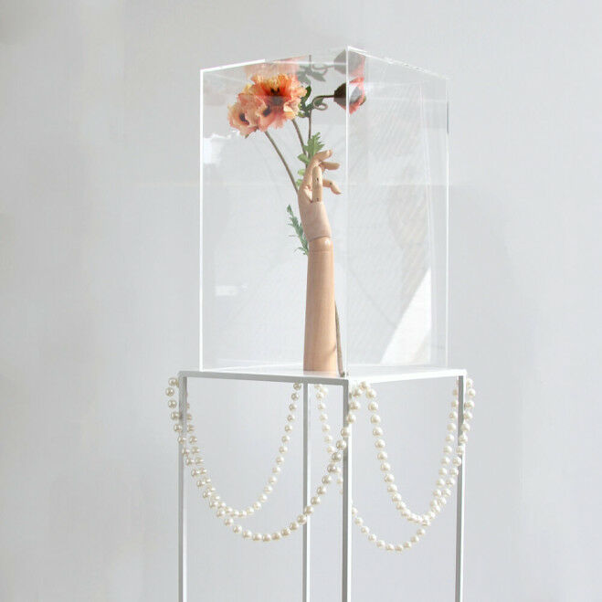 Quadro zuil 90 cm hoog met vitrinekubus en decor